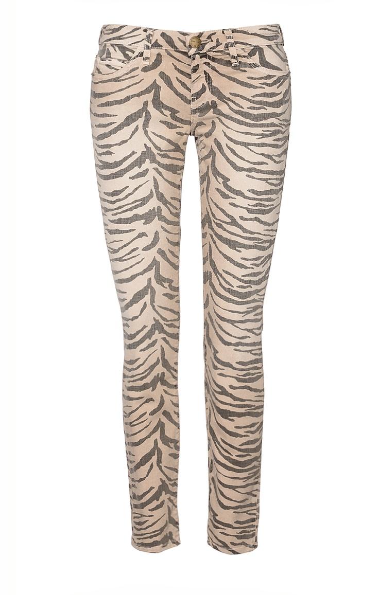 Sehr figurbetonte Damen-Jeans im wilden Zebra-Look von Current Elliott in Sand-Anthrazit. Die Skinny Jeans präsentiert sich dank schmaler Passform, niedriger Leibhöhe und schmal zulaufendem Bein im populärem 80er-Stil. Neben zwei aufgesetzten Gesäßtaschen ist die Hose auch mit zwei Fronttaschen und einer kleinen Münztasche ausgestattet.