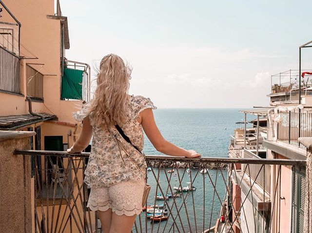 What a view! Love the houses love the boats love the sea  Summer vibes! #summer #cinqueterre #italy #toscana #tuscany #sea #sun #love #boat #blondie #czech #czechgirl #girl #blogger #likeforlike #like4like #ootd #outfit #riomaggiore #manarola #travel #traveling #beauty #beautiful #americanstyle #prettylittleiiinspo