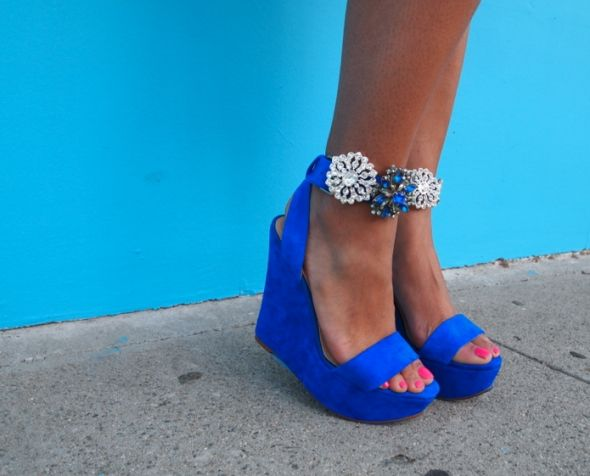 H.A.W.T: Diy Shoes, Blue Wedges, Color, Royals Blue, Blue Shoes, Vintage Brooches, Something Blue, Electric Blue, Ankle Straps