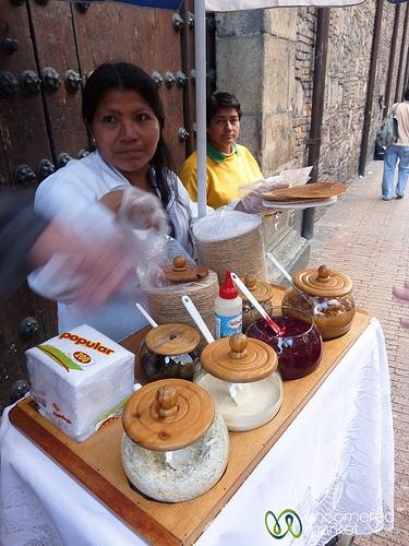 Bogota, Colombia  The best street food - Obleas with arequipe, mora or pineapple.... mmmm   Reptiliam Visual Te quiere invitar a que conozcas nuestro trabajo y veas en nuestros servicios soluciones para tus necesidades y las de tu empresa.