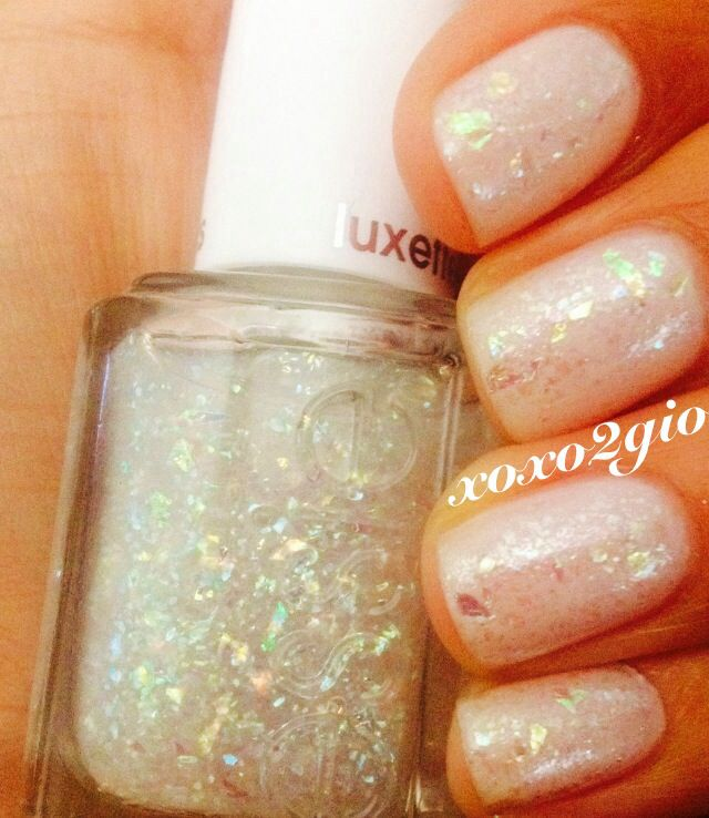 Essie Marshmallow And Sparkle On Top Luxeffects