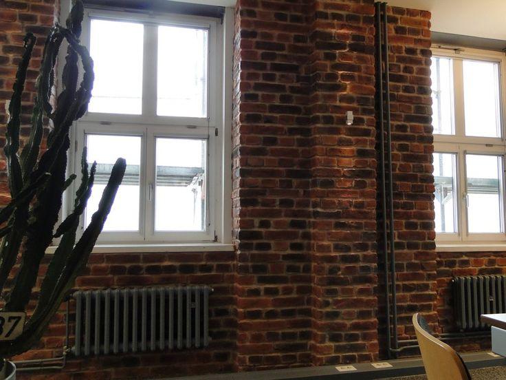 http://www.murdillusion.entreprise-com.com/produit/166282/  Panneau Brique solide