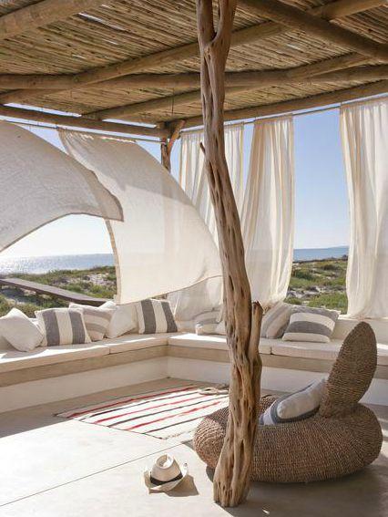 Casa numa praia deserta                                                                                                                                                                                 Mais