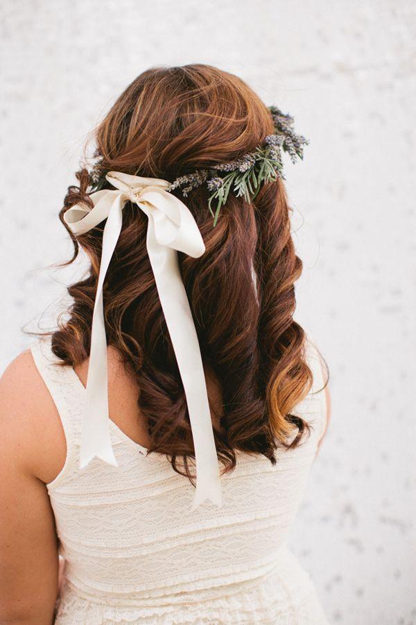 easy wedding waves, photo by Inkspot Photography http://ruffledblog.com/jefferson-street-mansion-bridal-shower #hair #beauty #weddinghair