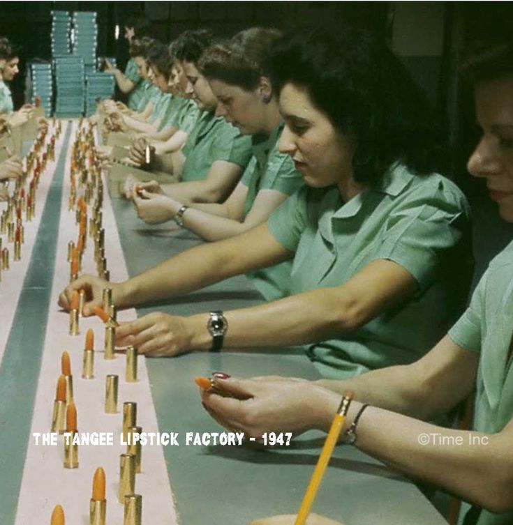 The-Tangee-Lipstick-Factory-1947-assembly-line2.jpg 1,000×1,024 pixels