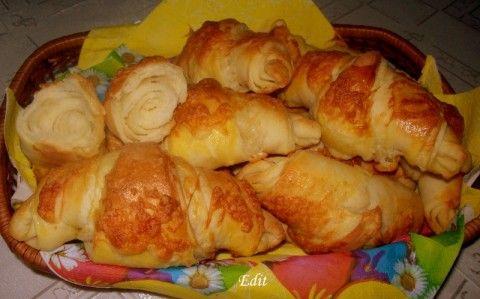 Vajas-sajtos kifli recept fotóval