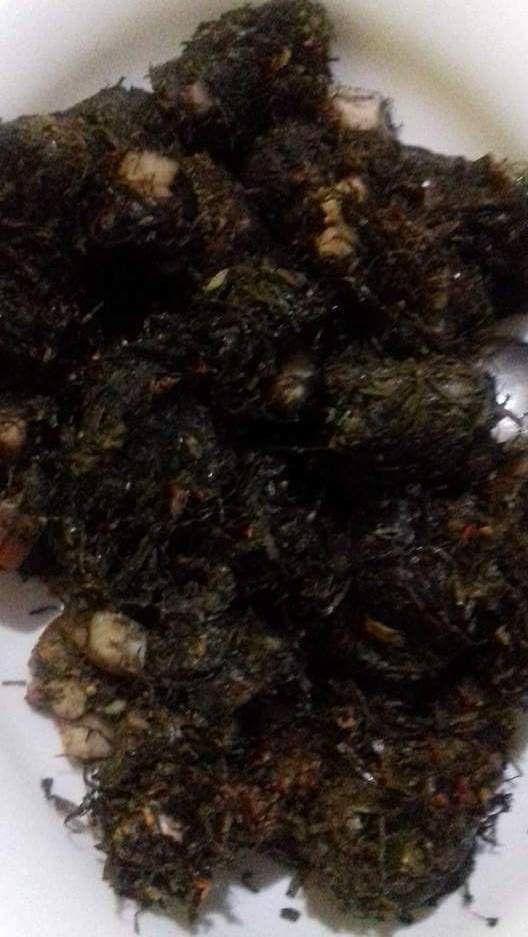 PANGI   Sayuran khas Manado, biasanya untuk lambang suatu hajatan. Biasanya juga dimasak dengan daging, lemak dan darah babi. Namun ada juga yang memasaknya dengan ikan mas.  Pingin tau cara memasaknya? Yuk simak http://aneka-resep-masakan-online.blogspot.com/2016/09/cara-memasak-pangi-sayuran-khas-manado.html