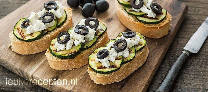 Bruschetta met courgette en olijven