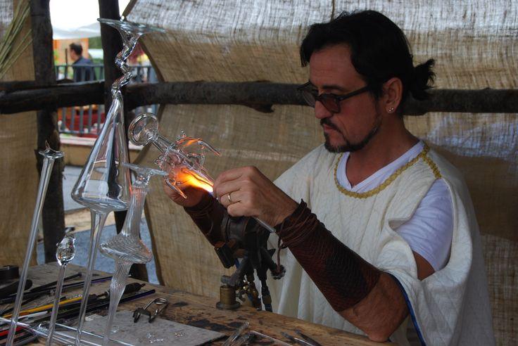Cabrera: festa romana (2011), soplando cristal.