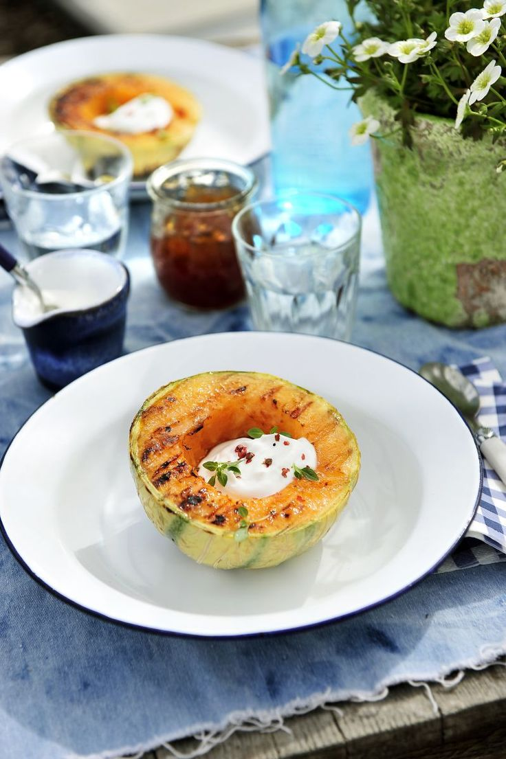 Gegrilde meloen met Griekse yoghurt http://www.njam.tv/recepten/gegrilde-meloen-met-griekse-yoghurt