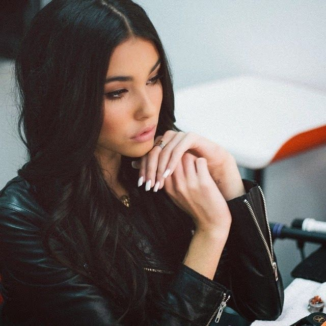 Top 5 Sexiest Madison Beer HD Wallpapers     Madison Beer HD wallpapers for I phone and android phones Free.   Madison Beer New Latest Wallpapers and Pictures for Mobile Phones  Madison Beer Selfie wallpapers she posted this selfie on instagram in 2015. She's looking so attractive and innocent in that selfie.  Madison Beer post HD Images on facebook in 2014 she's looking so attractive in that picture her hairstyle is so trendy  Who is Madisom Beer ??  Madison Beer is an 16 Year old  Americal…