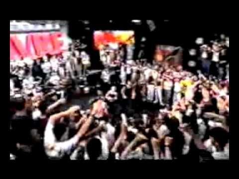 """Netinho cantando """"Sonho Alegria"""" com banda e balé, ao vivo, no Programa Livre com Serginho Groisman em 1999. Lançamento do CD e show """"Radio Brasil""""."""