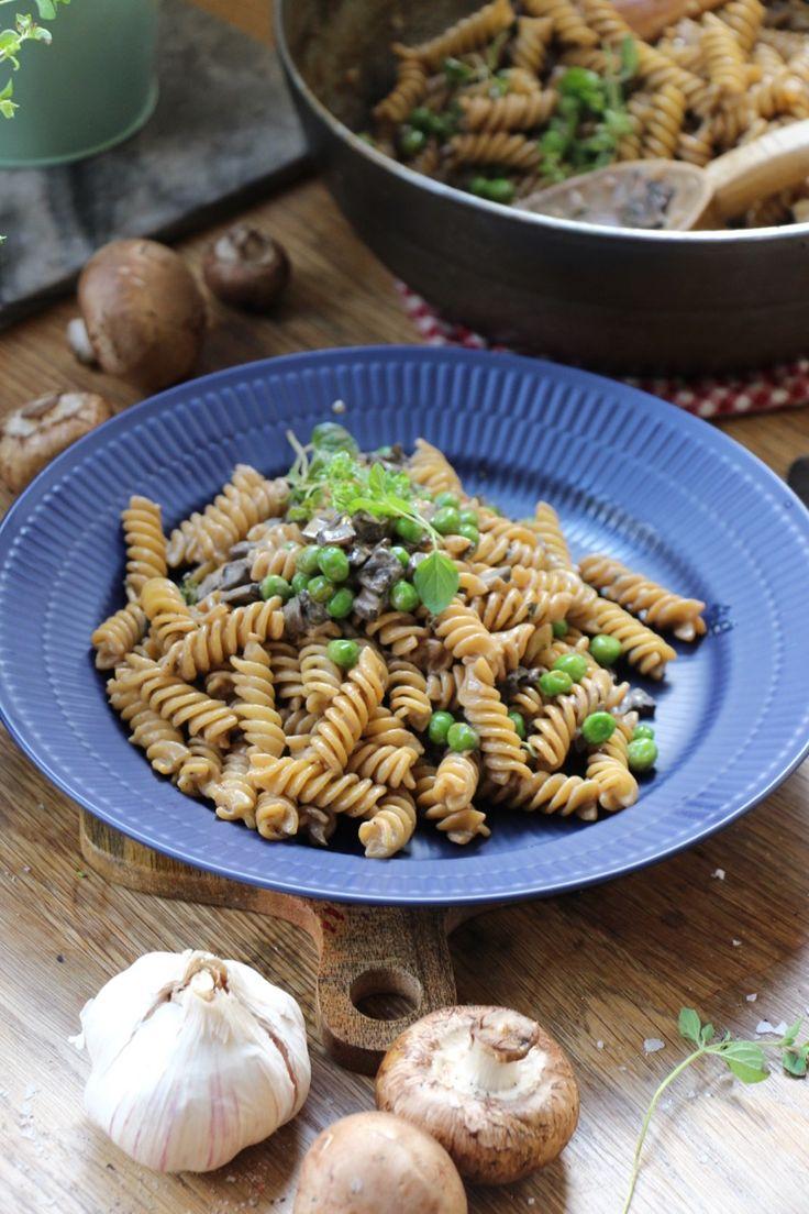 Krämig pasta med ärtor och champinjonsås | Jävligt gott - vegetarisk mat och vegetariska recept för alla, lagad enkelt och jävligt gott.