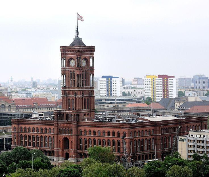 Das Rote Rathaus am nächsten Tag, das Wetter war schlecht.... by enner aus de palz