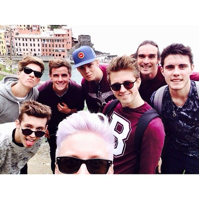 It's Joe Sugg, Troye Sivan, Connor franta, Caspar Lee, Marcus butler, some dude idk, then it's Alfie Deyes