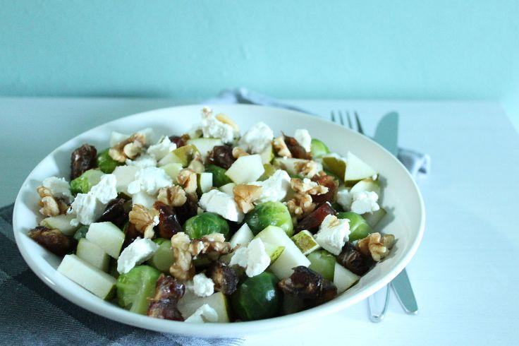 Recept: Spruitjes met peer, dadels en geitenkaas
