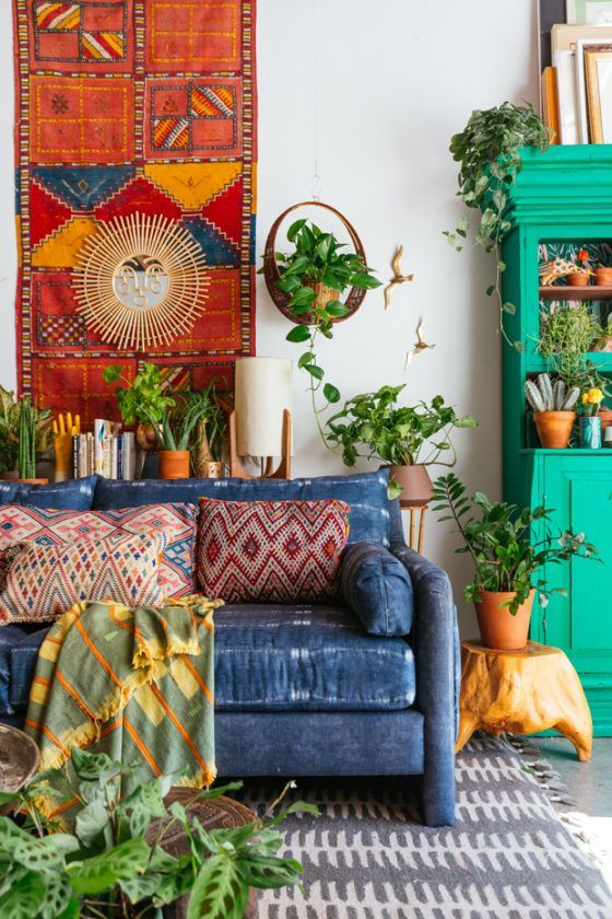 Very colorful bohemian living rooom