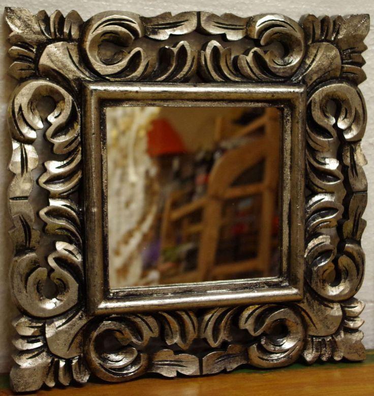 Specchio in legno intarsiato!!!Colore oro o argentoArreda la tua casa con qualcosa di esclusivo!!!importato direttamente.Realizzato completamente a manoprovenienza :IndonesianaLe piccole imperfezioni che si possono riscontrare sono la garanzia di un oggetto lavorato a mano. Cm 40x40 spesso 2 circa.Cornice cm 11