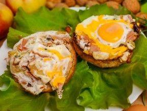 Zdrowa i sycąca przekąska według Jacka Bilczyńskiego  http://www.eksmagazyn.pl/zdrowie-i-uroda/ekstra-kuchnia/zapiekanka-z-jajkiem-i-wedlina/ || #brunch #dieta #przepisy #przekaska #fit