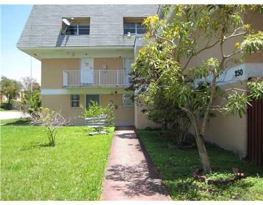 Townhouse For Sale , 250 Nw 107 Av # 213, MLS: A1519978