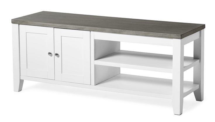 Sara är en Tv-bänk i romantisk-skandinavisk stil med tuffare uttryck. Toppskivan är i lättskött komposit med betongkänsla.  Komposit är ett gjutet material som är lättare och mer hållbart än betong, detta gör att varje skiva är unik. Tv-bänken har både dold och synlig förvaring. Sara finns även som soffbord och matbord. Kompositskivan behöver behandlas med sprayvax två gånger innan tv-bänken används för bästa hållbarhet.