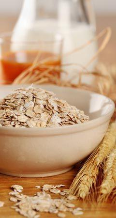 Infos und Tipps zum Abnehmen mit Haferflocken: Als Klassiker auf dem Frühstückstisch erweisen sich Haferflocken zum Abnehmen und als wirksamer Schlankmacher, der effektiv, gesund und lecker ist ...