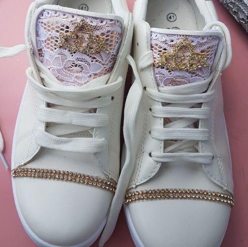 Χειροποίητα γυναικεία αθλητικά παπούτσια stories for queens με δαντέλα και strass  Βρείτε το στο παρακάτω σύνδεσμο: http://handmadecollectionqueens.com/γυναικειο-αθλητικο-παπουτσι-με-δαντελα-και-strass  #handmade #fashion #sneakers #footwear #women #storiesforqueens #χειροποιητα #μοδα #υποδηματα #αθλητικα #γυναικα