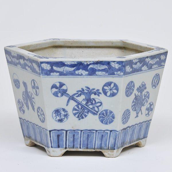 Antiga jardineira hexagonal em porcelana chinesa decora.. Mais