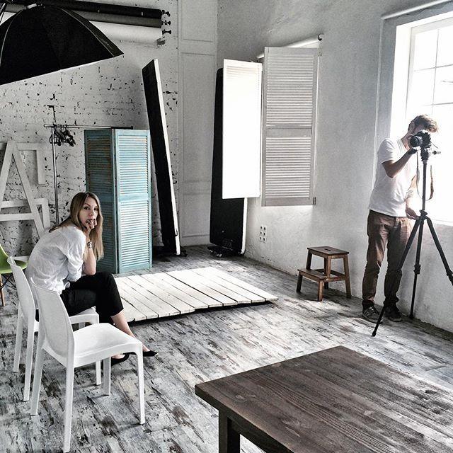 Совсем не поработать в отпуске - это же ненормально :) Очень трудно разговаривать с камерой, сидя в комнате в одиночестве, но оказалось, что в миллион раз труднее делать это вдвоем 🙊🙈 но курсу для интернет-магазинов в @letsblogschool быть 👍