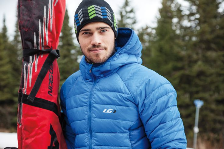 The Activate Jacket is a great transitional jacket for pre- or post-ski, bike, snowshoe or other winter activities. This mid-thigh hooded down jacket is designed to keep you warm on chilly days, and a convenient packable pouch allows stowing it away while traveling.