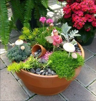 1000 images about fairy garden on pinterest disney - Jardines con piedras decorativas ...