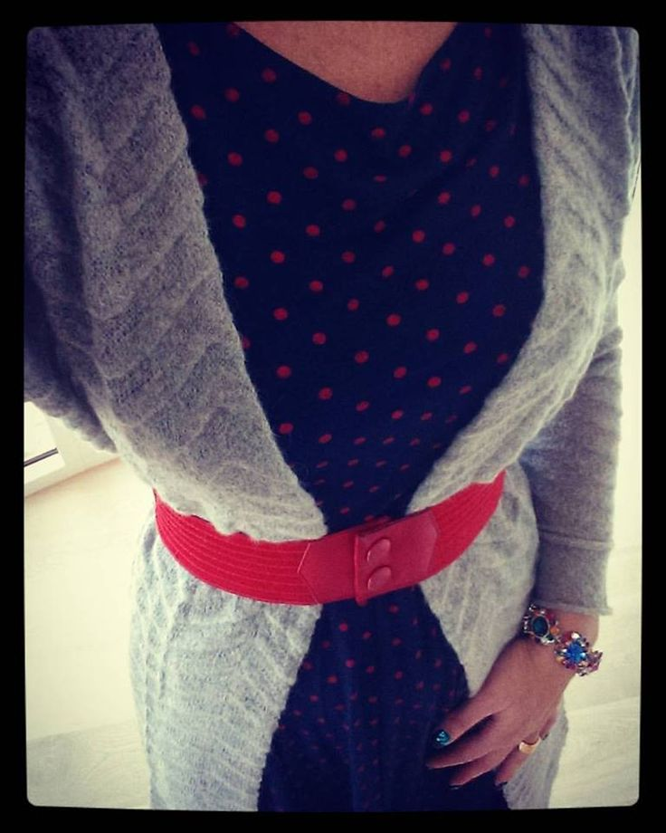 WEIZ Copenhagen rockabilly inspired marine dotted Celine dress, styled with a long gray cardigan and a red Waist belt.