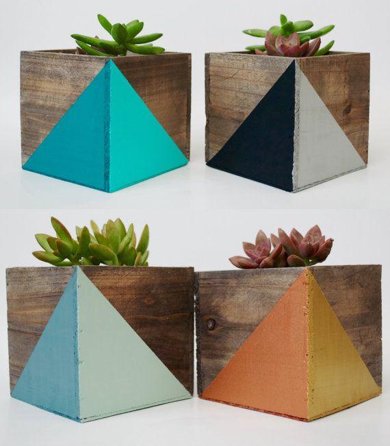 Jardinière bois géométriques peints par TwoTreesBotanicals sur Etsy
