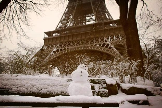 17 Beautiful Pictures Of Paris Under Snow