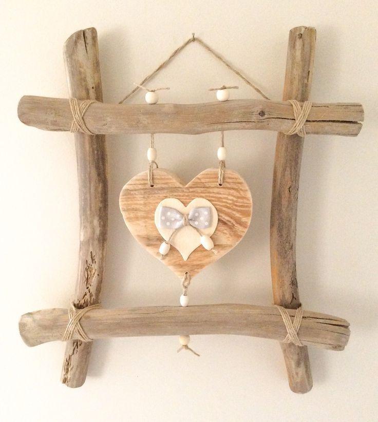 Idée cadeau fête des mères original ,- Cadre en bois flotté et cœurs par l'Atelier de Corinne : Décorations mura…