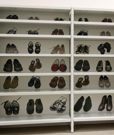 Valikoimaamme kuuluu monenlaisia kenkälokerikkoja ja kenkähyllyjä. Monet ratkaisut perustuvat muihin valmistamiimme tuotteisiin ja kenkälokerot ovat siksi helposti yhdisteltävissä muiden PUNTA tuotteiden kanssa.  Valikoimastamme löydät sopivan ratkaisun erilaisille kengille ja erilaisiin käyttökohteisiin. Pystymme myös toteuttamaan erikoisratkaisuja asiakastarpeiden mukaan.  www.punta.fi