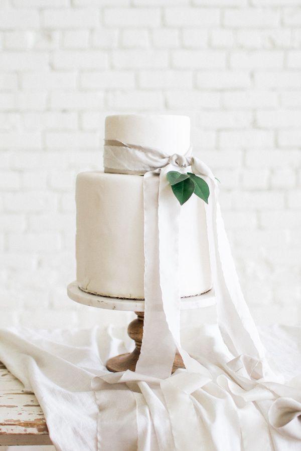 elegant simple wedding cake - photo by Carolann Morgan Photography http://ruffledblog.com/bright-and-romantic-bridal-inspiration