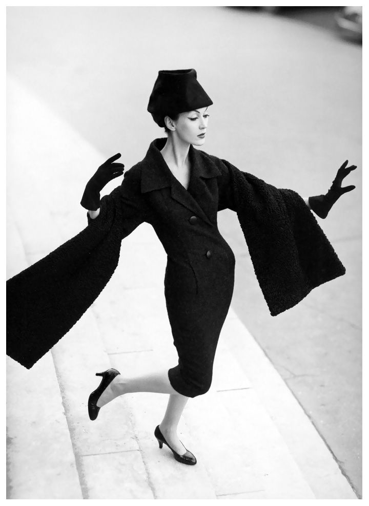 Dovima, dress by Christian Dior, photo by Avedon, Grand Palais, Paris, August 1955