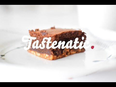 Brownie med rom, nødder og karamelbund - Tastenatic.dk