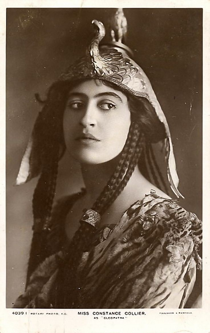Constance Collier as Cleopatra in the 1907 production of Antony and Cleopatra by Shakespeare at His Majesty's Theatre in London.