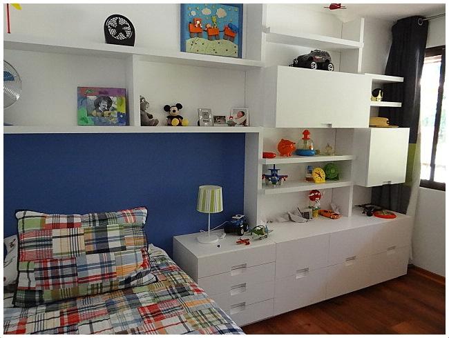 Mueble repisa sobre cama con puertas con brazos de gas - Habitaciones infantiles compartidas ...