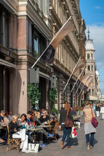 Outdoor dining and shopping along Esplanadi