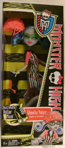 "Mattel Monster High Ghoulia Yelps Daughter of the Zombies Skultimate Roller Maze Ages 6+ ""My skating skills are absolutely mad!"" Ghoulia is wearing a black & white striped dress with some pink. She co"