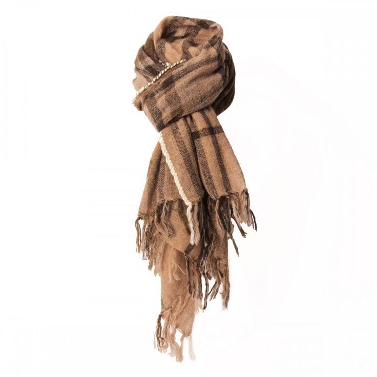 Portez une écharpe pour cette saison d'hiver pour vous tenir chaud mais surtout…
