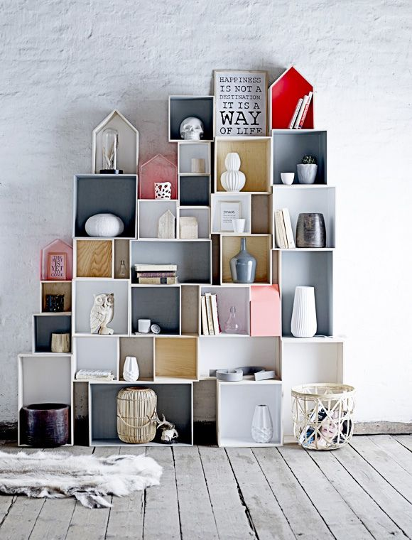 Design Crush: Modular Storage System in meinem Zimmer in der Nische, davor ein Sessel