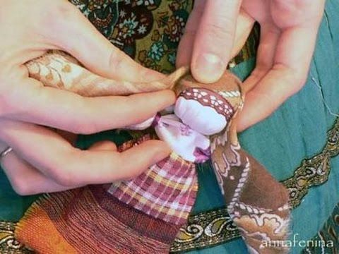 Как изготовить славянскую куколку-оберег своими руками. В глубокой древности у кукол было другое предназначение, она была человеку защитой от болезней, несча...