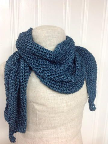 Blue Steel Knit Scarf | This scarf knitting pattern is quick and easy, perfect for beginners.