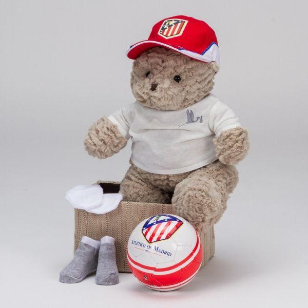 Cesta Fútbol Baby Atlético de Madrid. ¡Un regalo perfecto paras los fans más pequeños del Atleti! Con gorra y balón oficiales del Atlético del Madrid. ¡Todo un detalle para las familias futboleras! #canastillas #regalos #babygifts #bebés