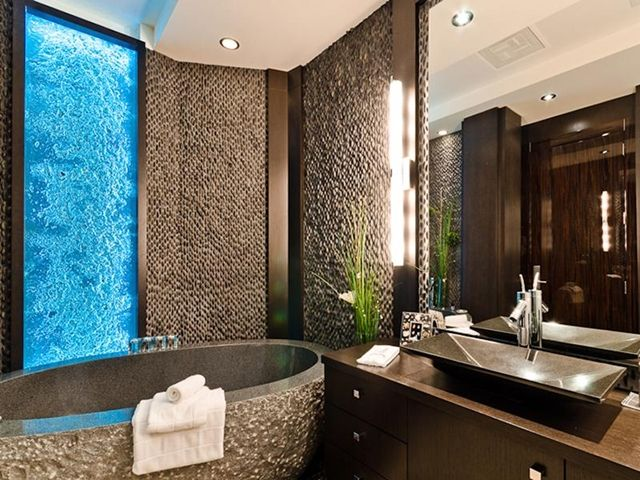 18 unbelievable luxury bathroom designs page 2 of 2 for Bathroom design montreal