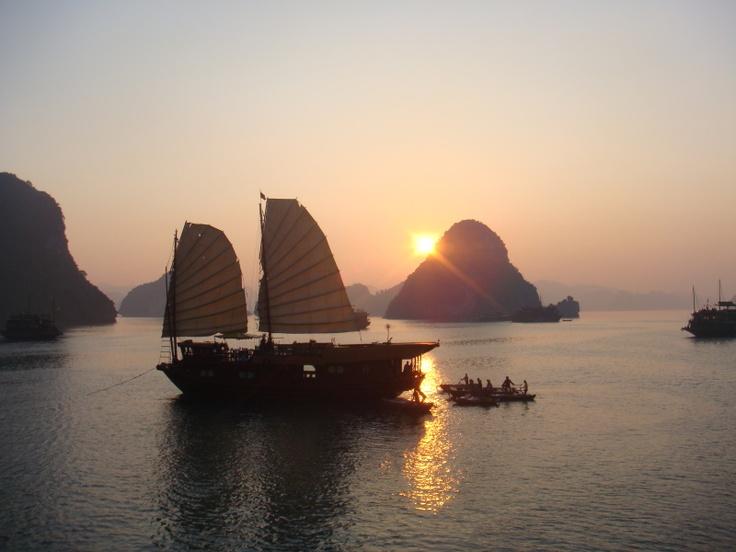 Halong Bay, Vietnam: Favorite Places, Vietnam Travel, Bays Vietnam, Dreams Vacations, Siringoringohalong Bays, Bays Crui, Sunsets Crui, Halong Tours, Halong Crui